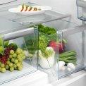 De Aeg S53430CNX2 koelkast rvs beschikt over twee verslades om uw groenten vers te houden