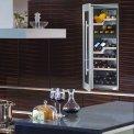 De Liebherr WTEes2053 inbouw wijnkoelkast biedt ruimte aan 64 flessen