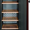 De Liebherr WTR4211 wijnkoelkast biedt ruimte aan 200 flessen