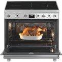 Praktisch is de ruime energiezuinige oven met dubbele ventilator voor het snel voorverwarmen
