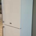 Fraai bij de Asko RFN2286WR is de combinatie van de kleur wit met de rvs stanggreep en bijpassend logo