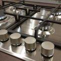 De grote knoppen op de Bauknecht TGZ6465IN geven de kookplaat een stoer uiterlijk