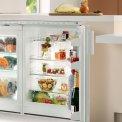 De Liebherr UK1720 onderbouw koelkast is voorzien van twee groente- en fruitladen