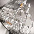 De Miele G6260 SCVi inbouw vaatwasser is uitgerust met een besteklade bovenin