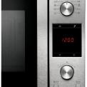 Het bedieningspaneel van de Samsung MC547TDRCSR bestaat uit druk- en draaiknoppen