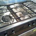 De DS96MFA7 is voorzien van zes branders met wokbrander linksvoor