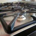 Het SMEG fornuis C8GMXNLK beschikt over strakke rechte hoeken en een fraai design