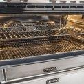 De oven van de Smeg DS9GMX is multifunctioneel en beschikt over hetelucht, grill en onder- en bovenwarmte