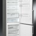 Foto van de binnenzijde van de Smeg FC400X2PE koelkast