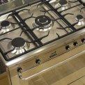5-pits kookgedeelte met gietijzeren pandragers en wokbrander