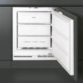 De Smeg VR115AP dient onder een aanrecht geplaatst te worden waarna de keukendeuren er weer voor gemonteerd kunnen worden