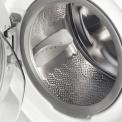 De Zanussi ZWF91483W wasmachine heeft een vulgewicht van 7 kg.