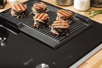 Kan een gietijzeren grillplaat ook op een inductie kookplaat gebruikt worden?