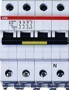 Bij een 2-fasen of 3-fasen aansluiting zal er een andere automaat in de meterkast geplaatst worden