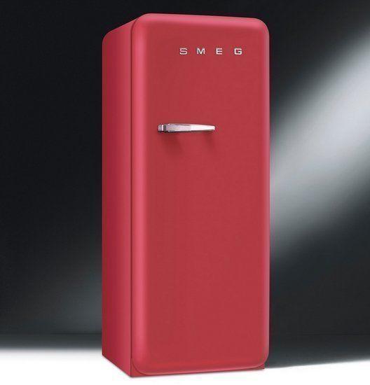SMEG introduceert nieuwe retro jaren 50 koelkast in het rood: FAB28RRV1