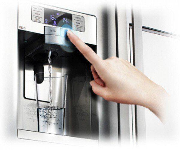 Een ijsdispenser op een Amerikaanse koelkast heeft een vaste wateraansluiting nodig