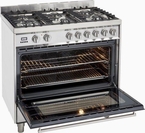 De ruime oven is multifunctioneel en beschikt over een inhoud van 109 liter