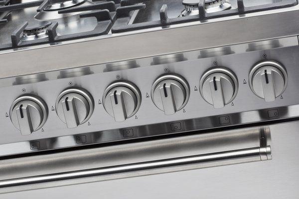 De nieuwe semi-professionele knoppen houden - door de kleur zilvermetalic - het fornuis rustig in het totaalplaatje, maar geven extra kracht aan het robuuste design
