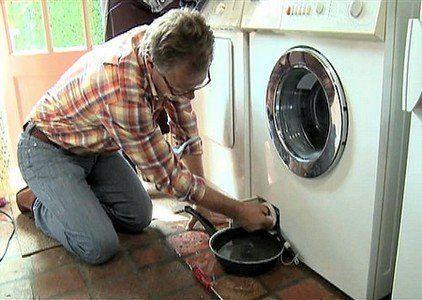 Hoe komt het dat mijn wasmachine stinkt? Waarom wordt mijn wasgoed niet schoon?