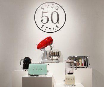 Het volledige assortiment klein huishoudelijke apparaten van Smeg valt onder het 50 style programma