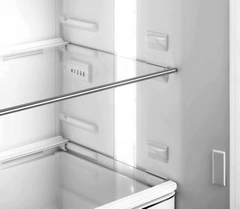 Fraai afgewerkt interieur en LED lichtzuilen