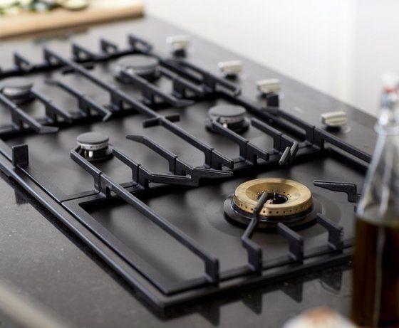 De nieuwe Matrix lijn kookplaten van Atag zijn leverbaar in roestvrijstaal en grafiet