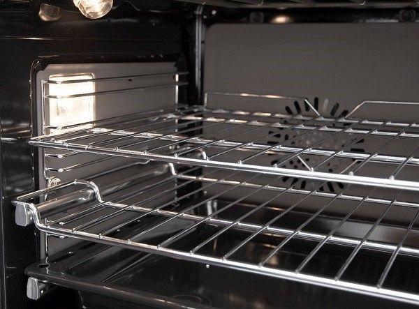 De oven onder het kookgedeelte is ruim, snel op temperatuur en voorzien van een energieklasse A label