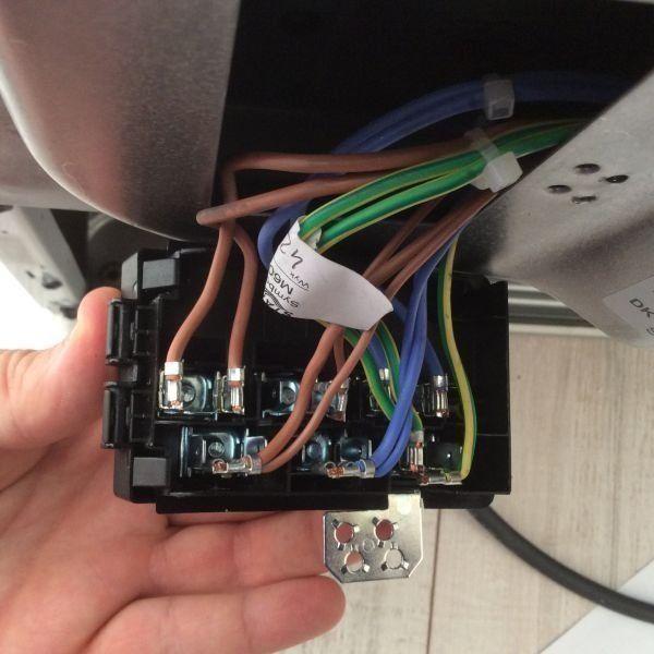 Voor installatie van een inductie kookplaat of inductiefornuis dient goed de benodigde aansluiting gecontroleerd te worden.