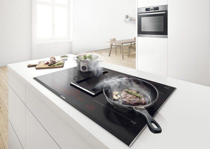 De Bosch inductie kookplaat met downdraft afzuigkap is zeer veelzijdig in gebruik en eenvoudig te gebruiken