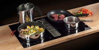 Zeer praktisch voor de open keuken: inductie kookplaat met ingebouwde afzuiging