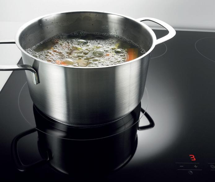 De boostfunctie (tot max. 2300 W) zorgt voor tijdelijk zeer krachtig vermogen. Ideaal als u water snel aan de kook wilt brengen of een biefstuk wilt dichtschroeien.