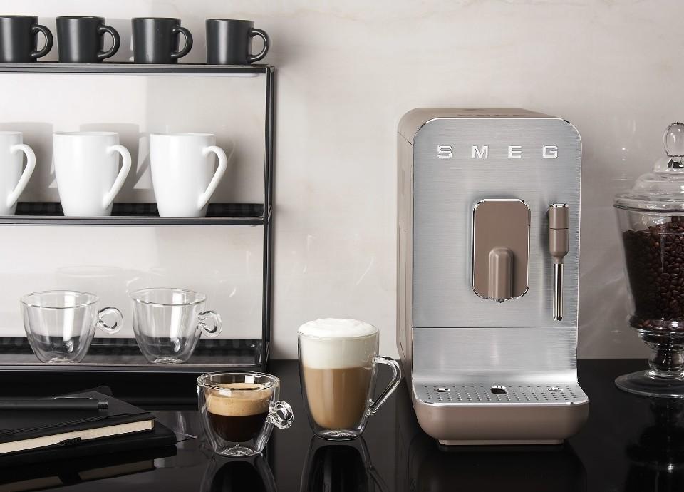 Maak kennis met de volautomatische koffiemachines van Smeg