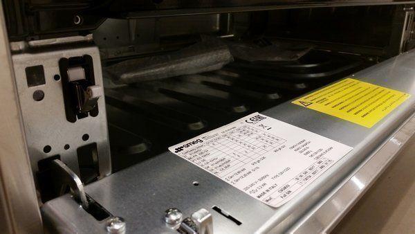 De klep welke toegang geeft tot de opbergruimte is uitgevoerd met een drukmechanisme