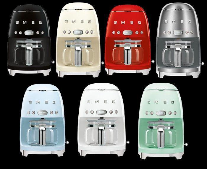 De Smeg DCF02-serie koffiemachines zijn leverbaar in diverse kleuren