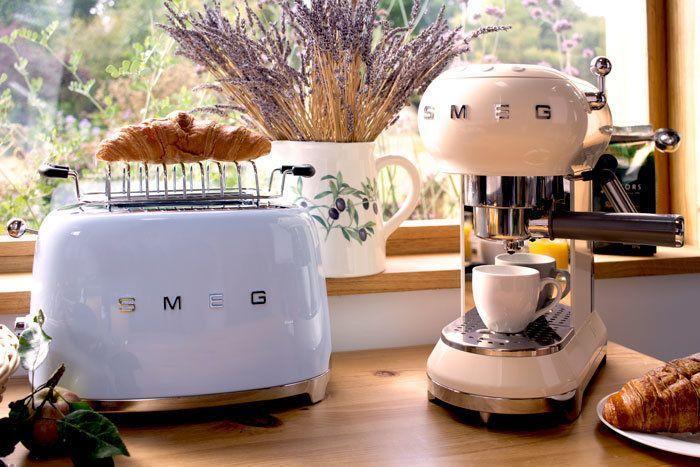 Ontdek de nieuwe Smeg koffiemachines in retro jaren 50 stijl