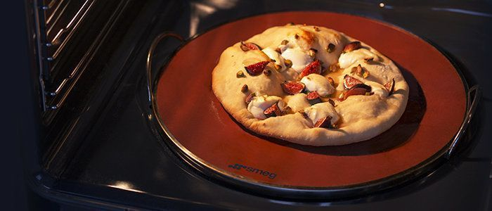Voor de Smeg fornuizen zijn diverse accessoires leverbaar, zoals een pizzasteen
