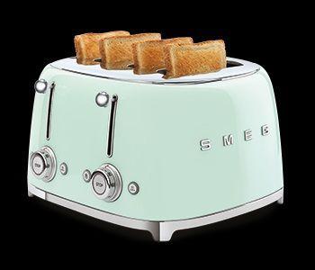 De Smeg TSF03 is een grote broodrooster voor 4 x 4 !