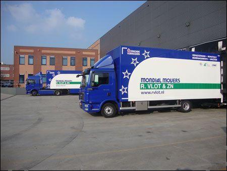 Het externe transport wordt uitgevoerd door Transportservice VLOT: kwaliteitslevering met 2 man op de auto